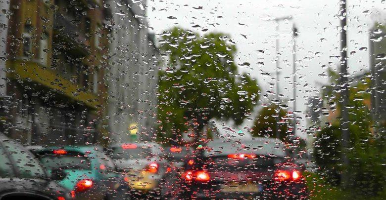 Bild von Feuchtigkeit im Auto – So wird man sie los