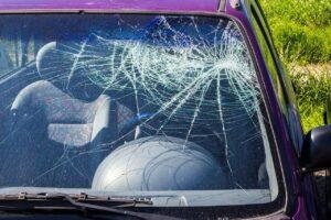 Wie man eine zerbrochene Autoscheibe repariert